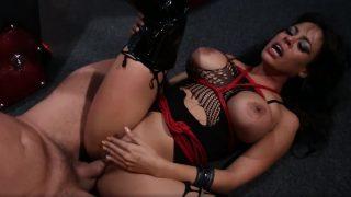 BDSM с латинской милфой