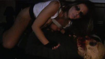 Ходячий мертвец трахнул Менди Флорес